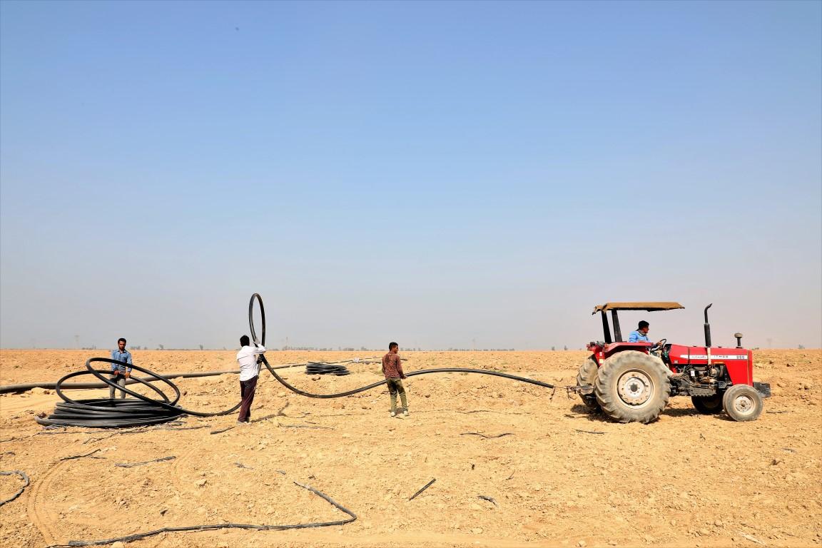 عملیات احداث شبکه فرعی آبیاری تحت فشار اراضی F١ تا F4 و F6 روستای گوریه و غلامعلی شهرستان شوشتر (٢٢٠٠ هکتار )